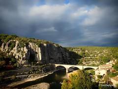 Balazuc, un des plus beaux villages d'Ardèche selon certaines sources. En tout cas on a adoré se perdre dans ses petites ruelles pavées  #Balazuc #bridge #pont #Ardeche #emerveillesparlardeche #ardechesecrete #landscape #paysage #landscape_lovers #landsca