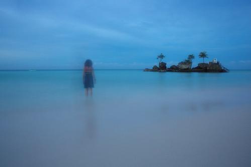 boracay holiday island mimokhairphotographyphotographystreetphotographyyunnan philippines sunrise travel selfportrait longexposure ocean minimal blur selfie