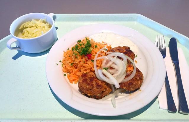 Greek bifteki with onions, tomato rice & tzatziki / Griechische Bifteki mit Zwiebeln, Djuvecreis & Tzatziki