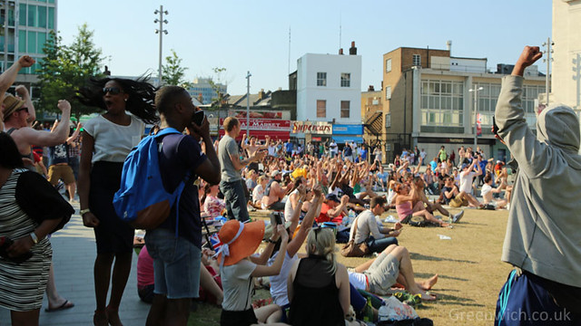 Crowd in Woolwich celebrates as Andy Murray wins Wimbledon
