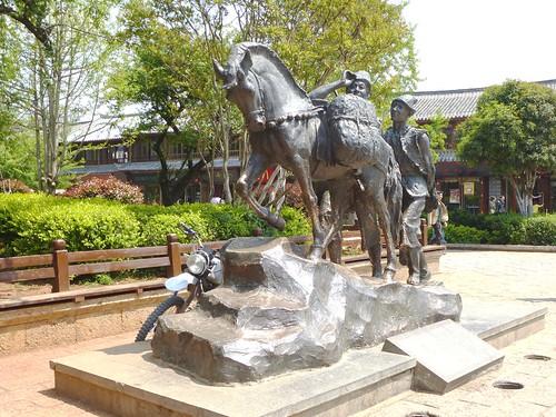 Yunnan13-Lijiang-Yuhe Square (1)