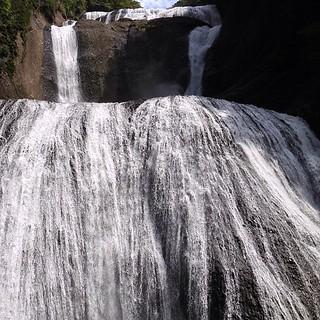いやー、やっぱりここは凄いね!!雨降りのあとだから水量も豊富で迫力満点!さすが三名瀑の一つ。ってか、一番好き。