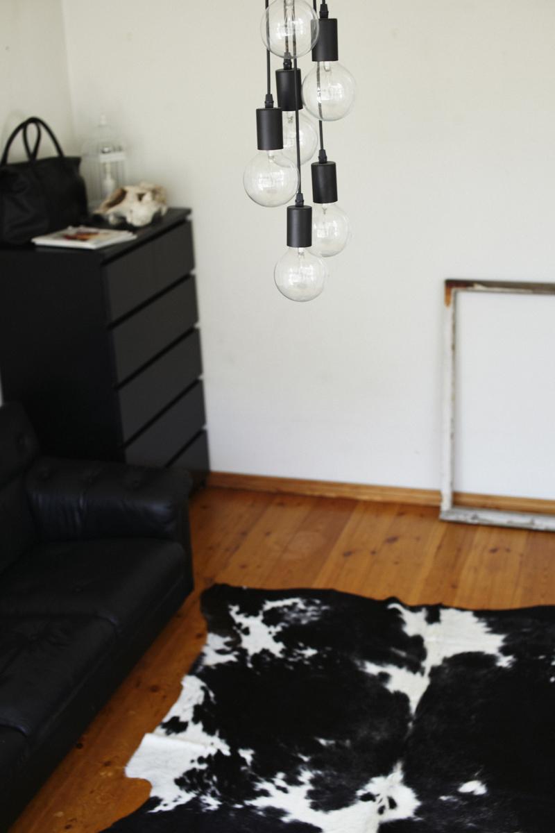 lehmäntalja_pacconyvalaisin_sisustus_olohuone-mikkoputtonen_web