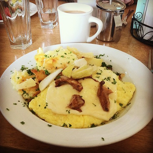 Chanterelle omelet at Helser's on Alberta. #pdx #brunchinghard