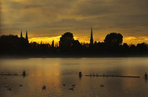 river evening mood fluss lübeck altstadt goldenhour wakenitz drägerpark inspiringcreativeminds