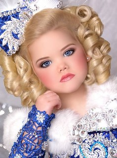 29-creepy-toddlers-tiaras-little--large-msg-131189582352