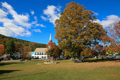 autumn trees building green fall church leaves fire vermont weathervane np common meetinghouse churchofchrist townsend woodenchurch chevychase 1790 funnyfarm nationalregistryofhistoricplaces windhamcounty charlestownshend wyojones firstcongregationalchurchandmeetinghouse townsendchurch