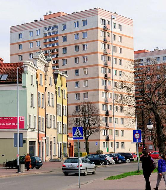 4684 Historische Giebelhäuser - Architektur mit bunter Fassade; rosa Hochhaus - Bilder aus der Stadt Danzig - alt + neu.