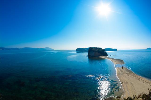 1日2回、干潮時に海の中から現れる天使の散歩道「エンジェルロード」