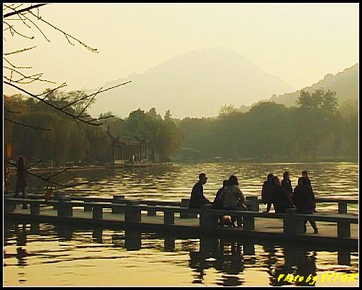 杭州 西湖 (其他景點) - 549 (西湖十景之 柳浪聞鶯 在這裡準備觀看 西湖十景的雷峰夕照 (雷峰塔日落景致)