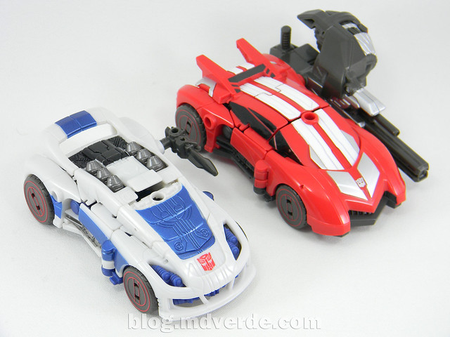 Transformers Sideswipe Deluxe - Generations Fall of Cybertron Edition - modo alterno vs Jazz