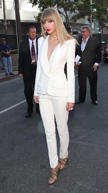 taylor_swift_white_suit_red
