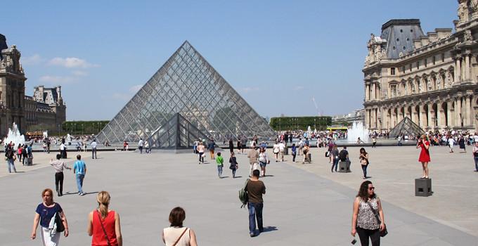 louvren-glaspyramid