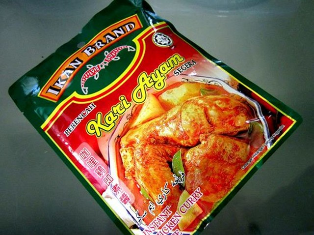Ikan Brand chicken curry paste