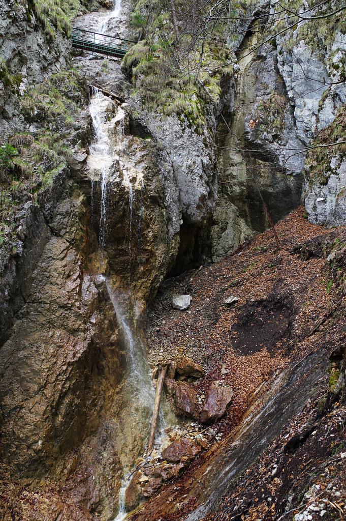 Sokolia dolina gorge - Závojový vodopád waterfall