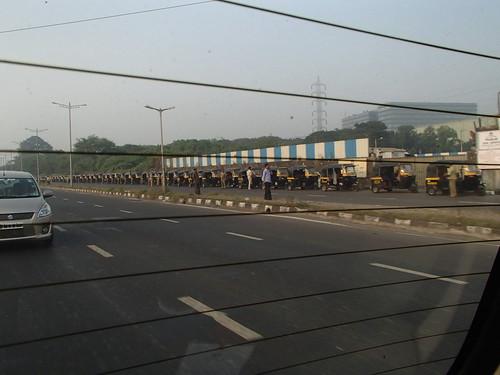 印度的摩托三轮车 长蛇的队列 - naniyuutorimannen - 您说什么!