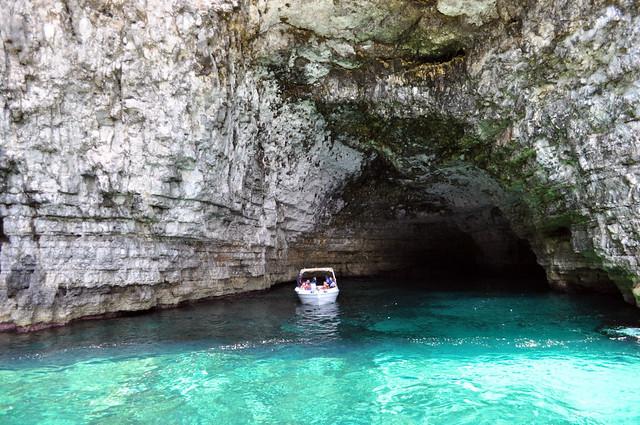 Cueva Crystal Lagoon, de unos 70 metros de larga y poco profunda