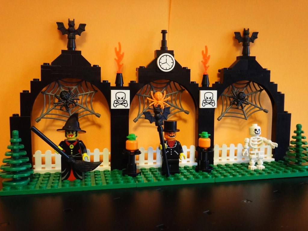 custom LEGO Halloween scene witch pumpkin bat skeleton spider