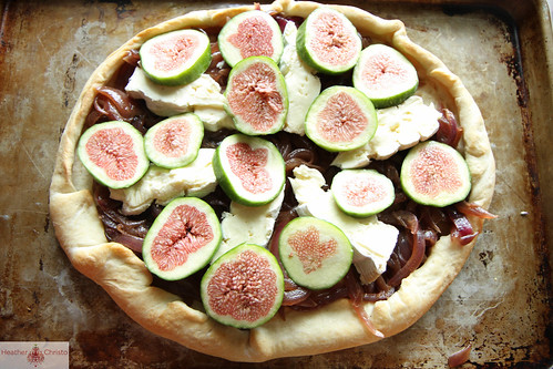 Fig, Brie and Caramelized Onion Pizza