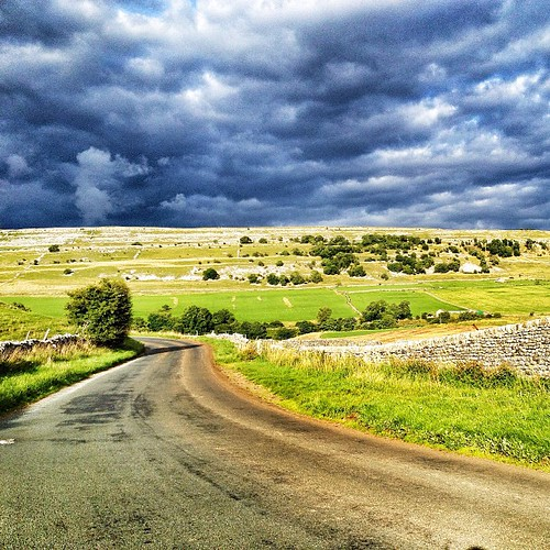 Epic storm brewing! Wet night ahead I fear. Great ride  though, and just 2.5hrs from London. #tourdeyorkshire #microadventure #yorkshire