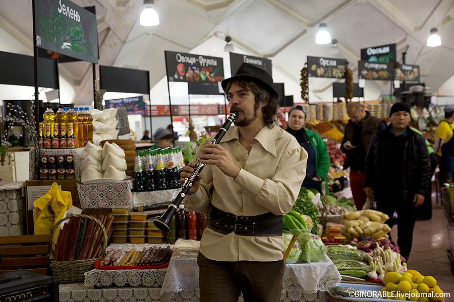Театральные выступления в рамках акции Ночь искусств на рынках Москвы ©binorable.livejournal.com