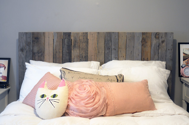 DIY Reclaimed Wood Headboard - KaelahBee.com