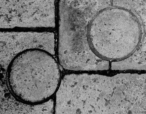 mirando al suelo sin ira by eMecHe