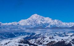 Przelot na lodowiec - widoczny szczyt