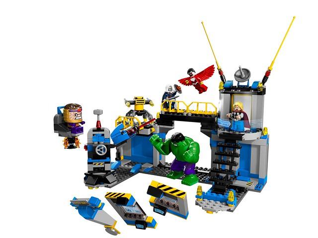 LEGO Super Heroes Marvel 76018 - Hulk Lab Smash