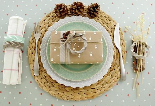 folded-paper-bracelet-table-decor