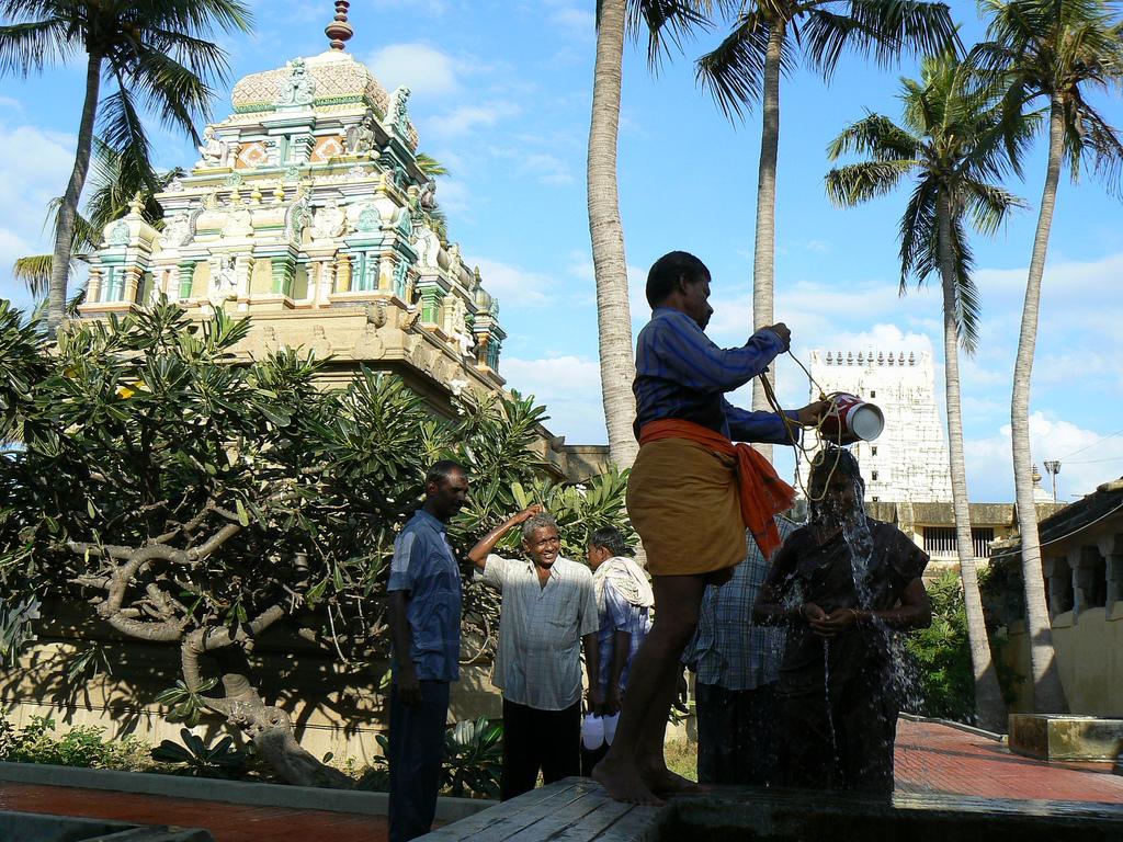 17. Abluciones en el templo de Ramanatha Swami. Autor, Dwanjavi