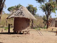 Zambia. Aldea entre Kasama y Mporokoso. Un granero