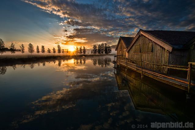 Sonnenaufgang am Bootshaus