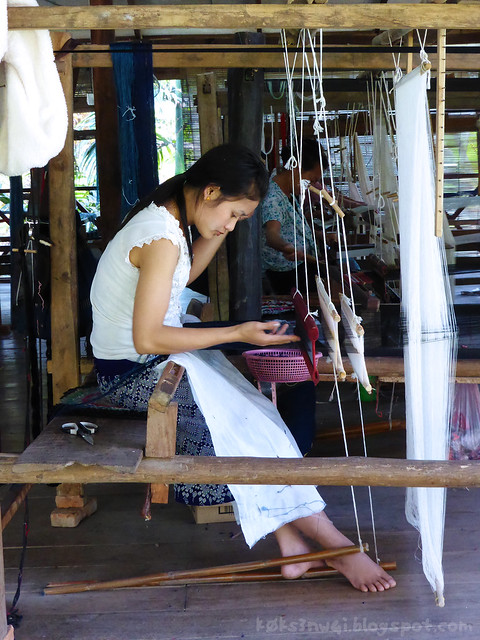 Luang Prabang Ock Pop Tock 02 Weaver