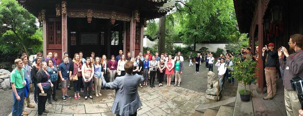 Lcoming College Choir in the Yu Garden in Shanghai