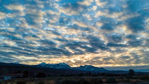 lgg5 sunrise utah 100xthe2016edition 100x2016 image68100 moab spanishvalley mountain lasal