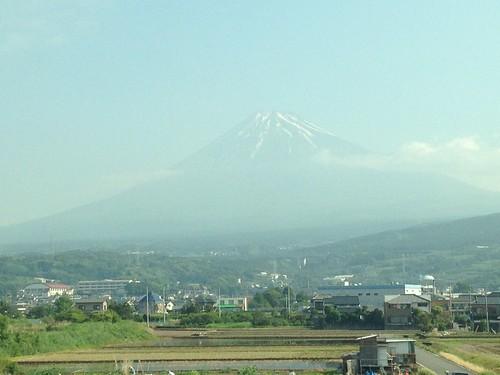 新幹線の車窓から見えた富士山
