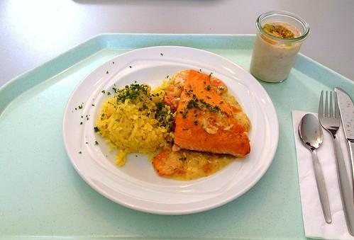 Gratinierter Lachs mit Kokoskarotten & Reis / Salmon au gratin with coco carrots & rice