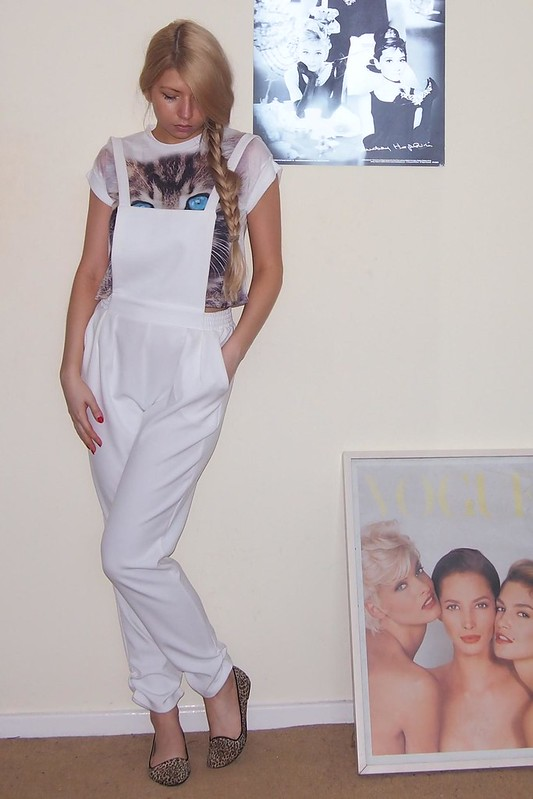 Sam Muses, Dungarees, Overalls, Boohoo, Pinafore, White, Crop Top, Peg Leg, Primark, T-Shirt, Cropped Tee, Cat Print, UK Fashion Blog, London Personal Style Blogger