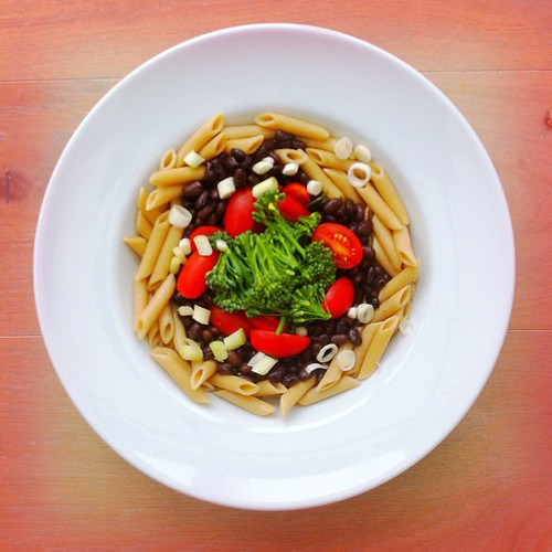 Pasta salad week, recipe n.3: wholegrain penne pasta, black beans, tomatoes, broccoli, spring onions. #salad #salads #saladjam #saladlunch #health #healthy #healthyfood #healthymeal #healthyeating #tomatoes #beans #broccoli #pasta #penne #wholegrain #inst