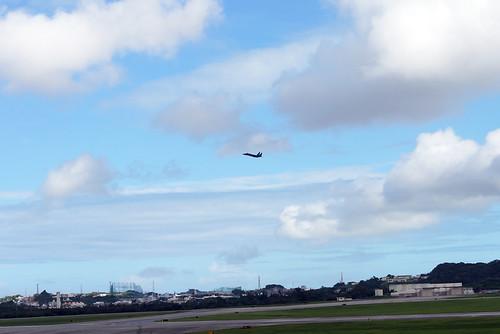 嘉手納基地を飛び立つ訓練機