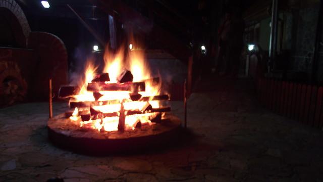 Foc de tabara la Hotel Cumpatu