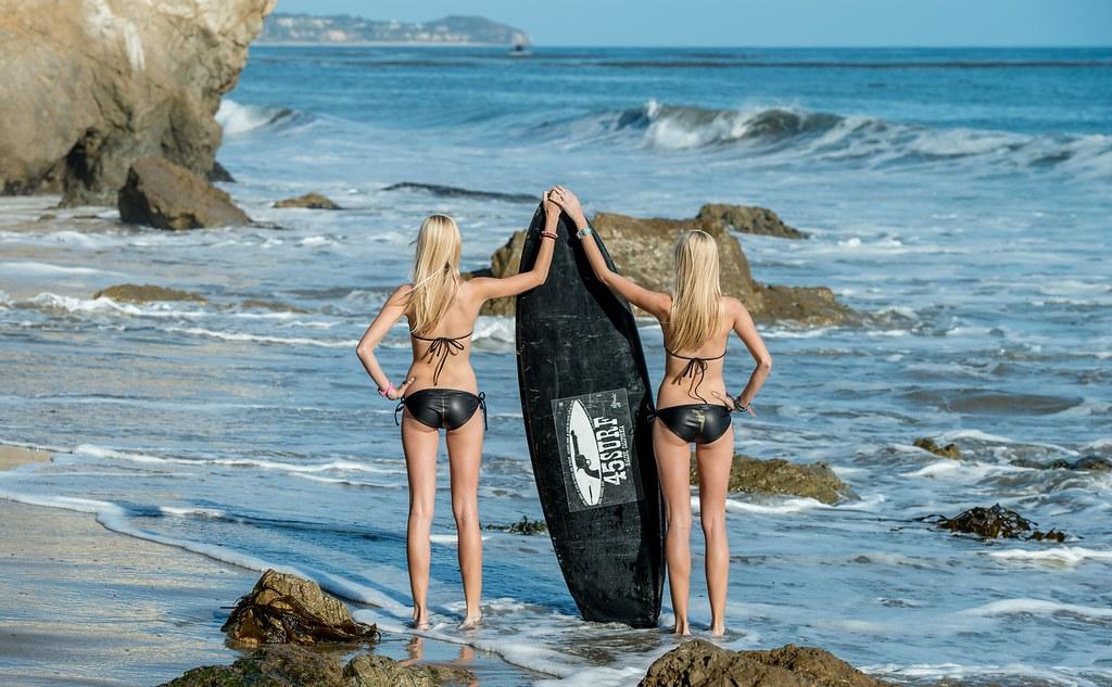 Nikon D800 Photos of Pretty Twin Sister Bikini Swimsuit Model Goddesses 70-200 mm F/2.8 VR2 Nikkor Zoom Lens