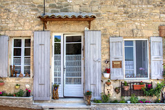 courtyard(0.0), backyard(0.0), outdoor structure(0.0), sash window(0.0), yard(0.0), orangery(0.0), siding(0.0), shed(0.0), balcony(0.0), window(1.0), wood(1.0), property(1.0), porch(1.0), house(1.0), interior design(1.0), residential area(1.0), door(1.0), facade(1.0), home(1.0),