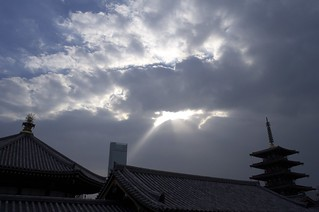 The New year's sky @  Shitenno-ji temple.