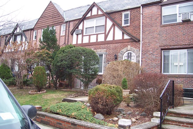 1 FAMILY FOREST HILLS  -Under Contract-