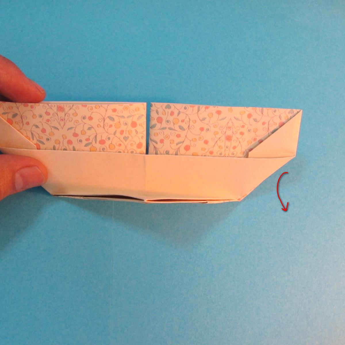 วิธีพับกระดาษเป็นผีเสื้อหางแฉก 026