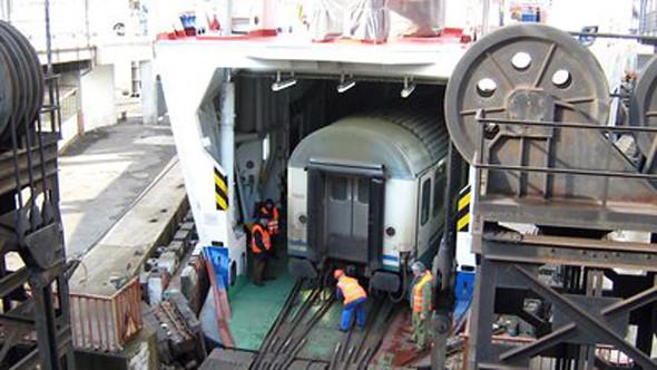 estrecho de Messina: Barco transportando un tren entre Italia y Sicilia cruzar de italia a sicilia - 12087805806 ba840fe8eb z - Cruzar de Italia a Sicilia por el estrecho de Messina