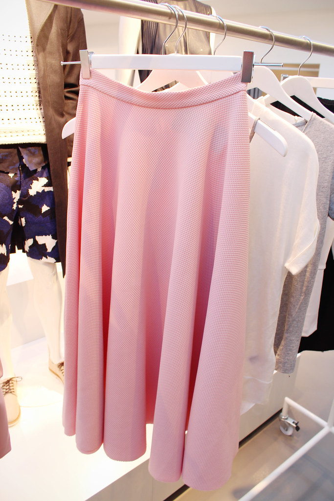 A preview of H&M conscious collection available in mid february. I got to lay my eyes on the conscious collection that consisted of romaic yet sporty items like midi lenght bell skirt in soft pink color, peplum top with long sleeves. Fashion blogger view on H&M newest conscious collection
