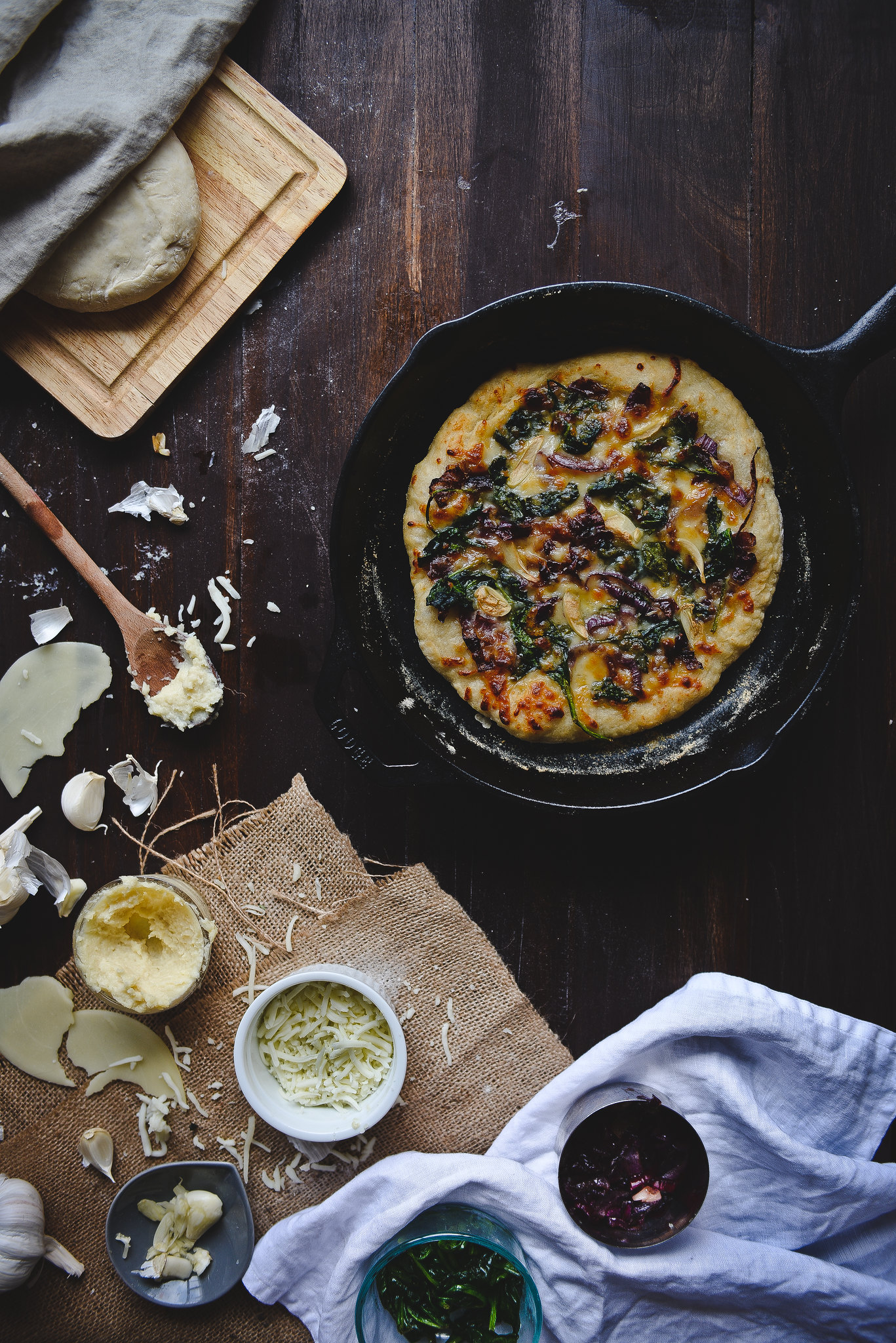 spinach, caramelized onion, & roasted garlic white pizza